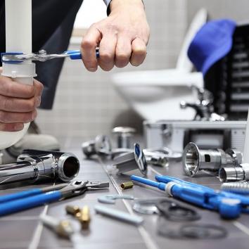 plumber-at-work-1000x667-1-50502c614952011184535b9bb751333f.jpg